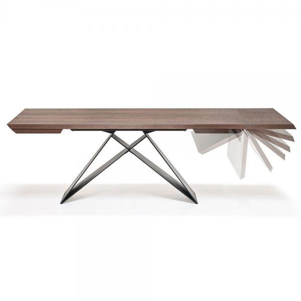 Extendable wood dining table